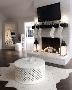 comfortable apartment decoration ideas even if you rent a apartment - Apartment Decor Thoughts Apartment Decorating Thoughts No matter if you are in a nonpermanent rental room or your apartment property, just since you have Apartment Decoration, Winter Home Decor, Cozy Christmas, White Christmas, Xmas, Brick Fireplace, Farmhouse Fireplace, Home And Deco, My New Room