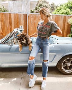 Summer Fashion Tips .Summer Fashion Tips Light Blue Ripped Jeans, Ripped Skinny Jeans, Mode Outfits, Fall Outfits, Fashion Outfits, Fashion Tips, Jeans Fashion, Jean Outfits, Cute Casual Outfits