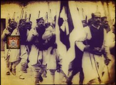 """Porodice koje su čuvale zastave pod kojim je njihovo pleme išlo u rat izuzetno su poštovane i gubljenje barjaka u borbi smatrano je sramotom. Veličanstvene su priče o junaštvu Crnogorskih vojnika, o potrebi da se barjak sačuva, ostane ispred da ga vojska vidi, i u tim strašnim krvavim bitkama dešavalo se da desetak ratnika pogine čuvajući zastavu"""", """"Barjaktari su jurišali prvi. Otac je nosio barjak, pogine pod njim, uzme ga jedan sin, pogine i on, uzme i drugi sin i iznese ga na šančeve…"""