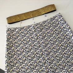 Elastische tailleband of taille-elastiek aanzetten
