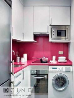 Маленькая кухня – наказание или подарок от планировщиков квартиры? Многие владельцы небольших квартир постоянно жалуются на то, что пространство на такой кухне организовать очень тяжело. Кроме того, они практически уверены, что для того, чтобы расширить её хотя бы визуально нужно использовать небольшие аксессуары, маленькую мебель и, конечно же, белые стены. Однако, это совсем не так! Оказывается, существует несколько правил, которым даже с небольшой кухни под силу сделать настоящий шедевр…