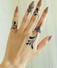 : 25 of the seductive henna tattoos for girls who are trying this year . - Picture Clubs - 25 of the seductive henna tattoos for girls who are trying this year … – - Latest Finger Mehndi Designs, Mehndi Designs For Fingers, Latest Mehndi Designs, Mehandi Designs, Mehndi Fingers, Hena Designs, Simple Henna Tattoo, Henna Finger Tattoo, Tattoo Neck