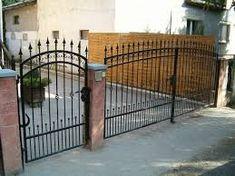 "Képtalálat a következőre: ""kovácsoltvas antik festés"" Fence Wall Design, Iron Gate Design, Entrance Gates, Wrought Iron, Metal Working, Outdoor Decor, House, Furniture, Home Decor"