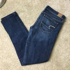American Eagle Stretch Skinny jeans American Eagle Stretch Skinny Jeans, medium-dark wash, back pockets came slightly distressed, gently used, EUC American Eagle Outfitters Jeans Skinny
