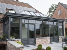 Photo special: veranda & # s – Veranda – Livios - Home & DIY Kitchen Orangery, Conservatory Extension, European Style Homes, Enclosed Patio, Ranch Remodel, Outdoor Living Rooms, Breezeway, House Extensions, Glass House