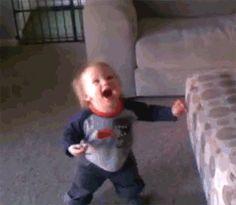 21 Gifs mostram a reação de bebês experimentando coisas pela primeira vez