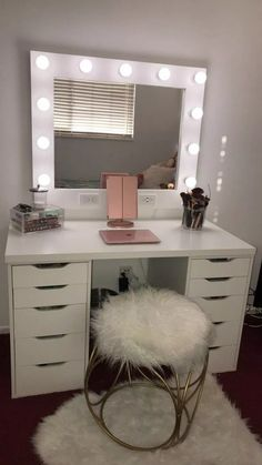 Small Dream Vanity Horizontal Small 32 x 38 Frame (Frame/mirror/bulbs included- we only sell the mirrors) Horizontal: 11 bulbs (dimmable, year lifespan, do not break, no heat) Dimmer & Dual Outlets/USB ports ***PLEASE READ OUR ABOUT US SECTI Cute Bedroom Ideas, Cute Room Decor, Room Ideas Bedroom, Teen Room Decor, Small Room Bedroom, My Room, Girls Bedroom, Bedroom Ideas For Small Rooms For Teens, Cozy Bedroom