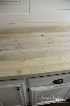To Make A DIY Wood Countertop (easier than you thought!) Farmhouse Style and Easy! How To Make DIY Wood Countertop - Farmhouse Style and Easy! How To Make DIY Wood Countertop - Outdoor Kitchen Countertops, Diy Countertops, Wooden Bathroom Countertop, Cuisines Diy, Cuisines Design, Diy Holz, Outdoor Kitchen Design, Kitchen Redo, 1960s Kitchen