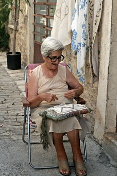 Having seen this Lady on Pinterest I was in Lefkara village and there she was stitching away.....lovely lady I may add