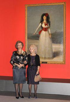 La Duquesa de Alba, con el retrato de su antepasada; acompanada por la Reina Sofia.   -lbk-