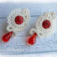 Czerwono białe kolczyki sutasz