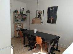 Huoneisto kaupungissa Kööpenhamina, Tanska. Very stylish and light family apartment in the heart of Copenhagen's Vesterbro borough, completely remodelled 2014. Within walking distance from city centre/central train station and close to several parks/playgrounds. 132 m2, large green courtyar...