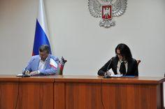 ДНР и Крым подписали соглашение о сотрудничестве в сфере торговли и промышленности  http://da-info.pro/news/dnr-i-krym-podpisali-soglasenie-o-sotrudnicestve-v-sfere-torgovli-i-promyslennosti