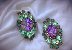 Vintage Book Piece Juliana D&E Cats Eye Art Glass Green Rhinestone Clip Earrings  | eBay