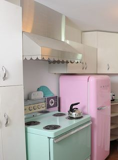 Pink fridge, green cooker. Love it!