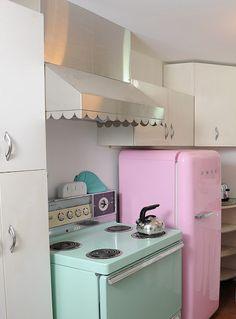 Pink fridge, green stove, & scalloped oven hood.... Love it!