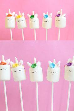how to make unicorn marshmallow pops, fun unicorn food idea! Unicorn Themed Birthday Party, First Birthday Party Themes, Birthday Party Decorations, Diy Unicorn Party, 7th Birthday, Rainbow Food, Rainbow Candy, Unicorn Foods, Party Fiesta