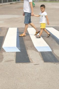 These painted, virtual speed-breakers are designed to keep the roads safer: Reading Time: 1 minute These painted, virtual… Sidewalk Chalk Art, Land Use, 3d Painting, Cool Inventions, Save Life, Natural Disasters, Public Relations, Optical Illusions, Japan