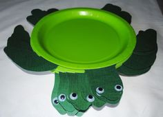 Crayon Box Chronicles: Turtle plates - tutorial & free template at: http://crayonboxchronicles.wordpress.com/cayden-3rd-birthday/