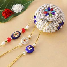 Artistic Kadi Kundan Rakhi Set of 3 with Pearl Box Handmade Rakhi Designs, Handmade Design, Beaded Jewelry Designs, Diy Jewelry, Rakhi Bracelet, Raksha Bandhan Gifts, Rakhi Making, Pearl Crafts, Rakhi Online