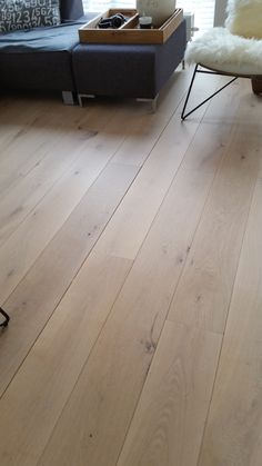 eiken planken vloer vl na schuren afwerking extreem matte lak afwerking Home Living Room, Costa, Tile Floor, New Homes, King, Flooring, Wood, House, Home Decor