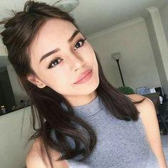 The simplicity of her makeup!