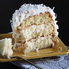 Pioneer Woman's Italian Cream Cake. looks creamy dreamy. doesn't it?