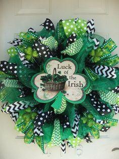 Patricks Day Shamrock Luck of the Irish Deco by TowerDoorDecor St. Patricks Day Shamrock Luck of the Irish Deco Mesh Ribbon Wreaths, Deco Mesh Wreaths, Burlap Wreaths, Wreath Crafts, Diy Wreath, Wreath Ideas, Wreath Making, St Patrick's Day Crafts, Diy Crafts