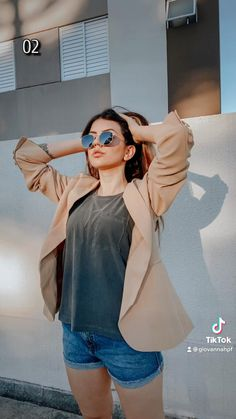 Creative Portrait Photography, Portrait Photography Poses, Photography Poses Women, Photography Editing, Photo Editing, Cute Poses For Pictures, Cool Poses, Creative Photoshoot Ideas, Tumblr Fashion