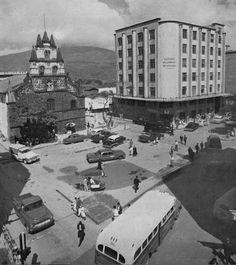 Iglesia la veracruz Japan Spring, Spring Time, Paris Skyline, Travel, Iglesias, Medellin Colombia, Historical Photos, Antique Photos, Viajes
