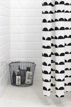 Beautiful Black And White Shower Curtains Design Ideas – Home Decor Ideas Bathroom Toilets, Laundry In Bathroom, Bathroom Black, Bad Inspiration, Bathroom Inspiration, Ideas Para Organizar, White Shower, Ideias Diy, Curtain Designs