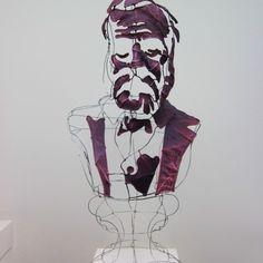 Portrait de Victor Hugo par le designer plasticien Clément Calaciura. Structure d'acier nouée et fil d'acier
