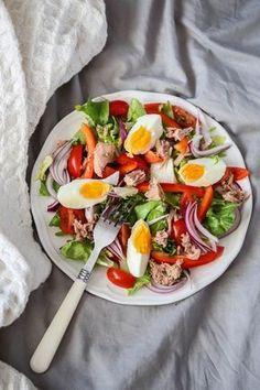 sałatka z jajkiem i tuńczykiem Healthy Snacks, Healthy Recipes, Breakfast Time, Antipasto, Gourmet Recipes, Salad Recipes, Good Food, Food And Drink, Tasty