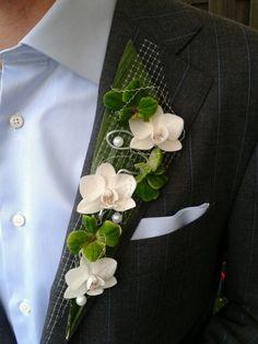 Corsage bruidegom, clever idea for boutonnière