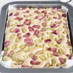 Puszyste,+lekkie+i+delikatne+ciasto+z+rabarbarem,+zasmakuje+dorosłym+i+dzieciom.+W+dodatku+bardzo+proste+i+szybkie.+Idealne+na+majówkę.