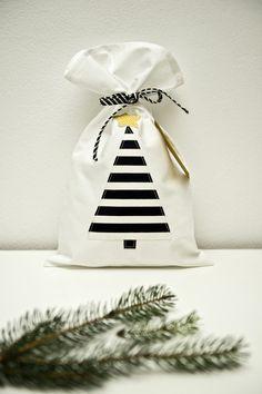 Vánoční pytlík - vánoční stromeček Bucket Bag, Organization, Sewing, Home Decor, Getting Organized, Organisation, Dressmaking, Decoration Home, Couture