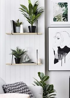 Strak zwart-wit urban jungle interieur met grafische prints // via The Design Ch… Sleek black and white urban jungle interior with graphic prints // via The Design Chaser Decor, Interior, Wall Decor Bedroom, Minimalist Decor, Home Decor, Bedroom Decor, Living Room Decor Gray, Wood Bedroom, Trendy Bedroom