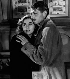 In memory of Joan Fontaine who died aged Here she is with Laurence Olivier as Mrs.de Winter in 'Rebecca' Trivia: She was the sister of Olivia De Havilland who played Melanie in 'Gone With The Wind'. Alfred Hitchcock, Hitchcock Film, Golden Age Of Hollywood, Hollywood Stars, Classic Hollywood, Old Hollywood, Classic Movie Stars, Classic Movies, Bon Film