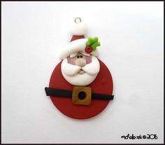 Pendentif rond Santa Claus polymère argile par michellesclaybeads