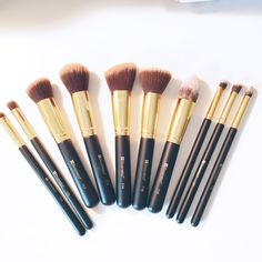 If you know me I love makeup brushes. I feel like I don't have enough brushes but yet I have over 40+ brushes. Lol I recently purchased the BH Cosmetics 10 Piece Face Sculpting Brush and 7 Pi…