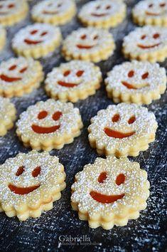 Gabriella kalandjai a konyhában :): Linzer Cake Recipes, Dessert Recipes, Twisted Recipes, Torte Cake, Cherry Cake, I Want To Eat, Winter Food, Macaroons, Food Videos