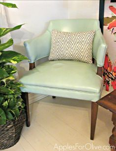 How to paint on a vinyl chair
