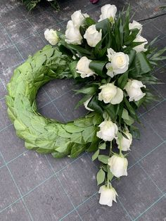 Ikebana, Grave Decorations, Memorial Flowers, Funeral Arrangements, Funeral Flowers, Floral Wreath, Arts And Crafts, Bouquet, Wreaths
