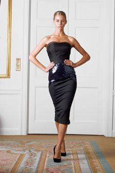 Victoria Beckham Spring 2009 Ready-to-Wear Fashion Show - Janaina Fashion Line, White Fashion, Fashion Show, Fashion Design, Women's Fashion, Fashion Dresses, Victoria Beckham Collection, Victoria Beckham Style, Strapless Dress Formal