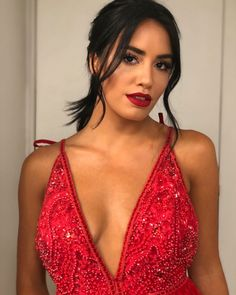Beautiful Celebrities, Beautiful People, Thing 1, Becky G, Shakira, Petite Fashion, Rock And Roll, Eye Candy, Camisole Top