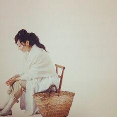 内田彩仍さんは福岡県在住。夫と愛猫クリムと3人で暮らしています。1日1日を大切に、ていねいに過ごしている内田彩仍さん。その暮らしぶりは「リンネル」などの雑誌でも何度も紹介されて大人気に。現在では多くの女性の憧れとなっています。仕事と家事の両立をして日々忙しく過ごしていながらも毎日を大切に過ごしている内田彩仍さんのその暮らしぶり、センスには思わず憧れてしまいます!