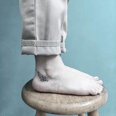 Reminiscent of Greek mythology, this wing tattoo on the ankle is really cool! Hermes was the Greek god of trade and a messenger for the gods, and he traveled by way of wings on his ankles. Check out 49 more cute small foot tattoo ideas at CafeMom! Foot Tattoos Girls, Small Foot Tattoos, Ankle Tattoos For Women, Tattoos For Women Small, Tattoo Small, Hermes Tattoo, Greek Symbol Tattoo, Greek God Tattoo, Tattoo P