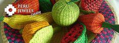 Artesanías tejidas en paja, centros de mesa con frutas todas tejidas.    www.perujewelscatalog.com
