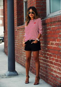 Steal her summer street style look: julie sariñana from sincerely jules Short Blanc, Short Noir, Street Style Summer, Casual Street Style, Street Style Looks, Red White Striped Shirt, Levis Short, Look Con Short, Stylish Clothes