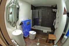 Baño de habitación de la Posada Casa del Abad de Ampudia hotel spa #hotelesconencanto #hotelesenpalencia #bucolichoteles
